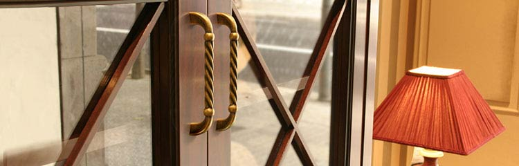 Traditional Cabinet Handles and Knobs